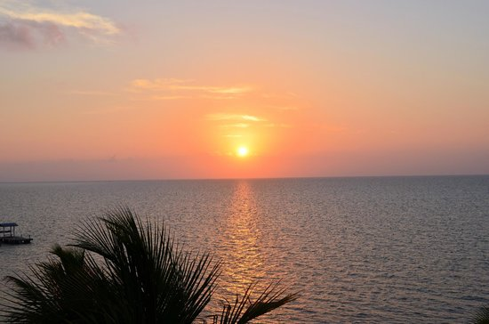 Days Inn and Suites Key Islamorada: sunrise from balcony