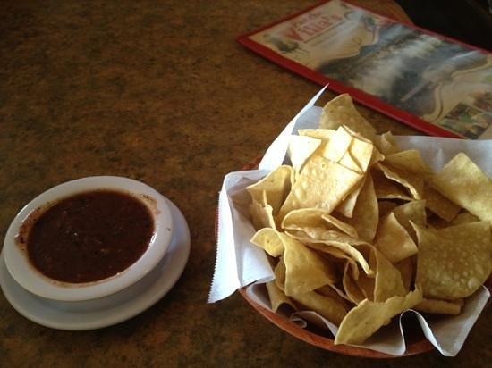 Pancho Villa's Restaurant: chips and salsa nice kick
