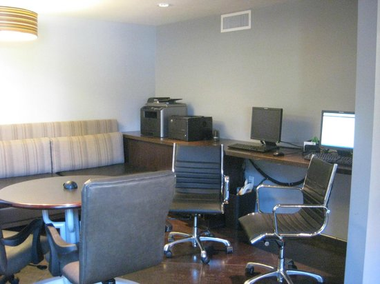 Holiday Inn & Suites Phoenix Airport North: Business Center
