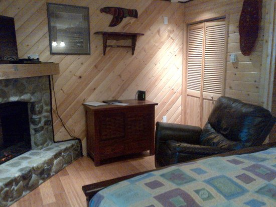 Wild Pacific Ocean Front Cabins: Living room area
