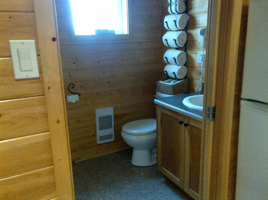 Wild Pacific Ocean Front Cabins: Bathroom