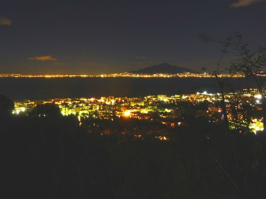 Casarufolo Paradise : Night view of Bay of Napoli lights, with Vesuvio