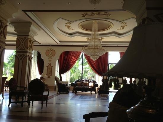 Hotel Palm Beach: an elegant welcome awaits