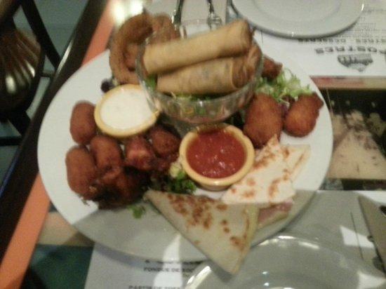 Sports Bar Sitges: plato con fritos varios