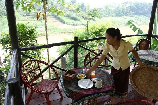 Thongbay Guesthouse: Enjoy your breakfast