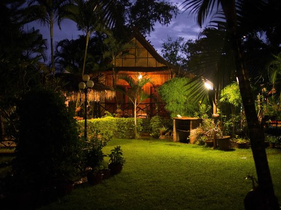 Thongbay Guesthouse: Garden View Bungalow
