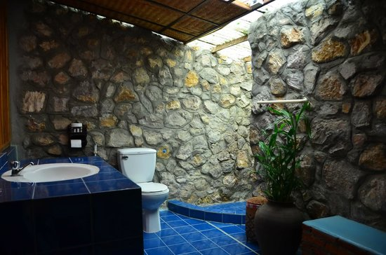 Thongbay Guesthouse: Bathroom