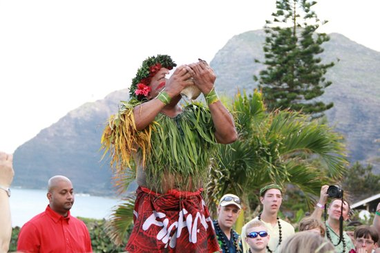 Chief's Luau: Chief's calling people to gather around for Imu Ceremony