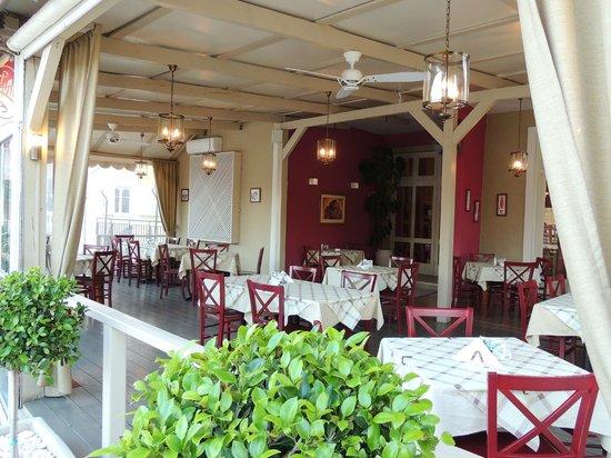 Ampelaki Greek Restaurant: ampelaki Outdoors