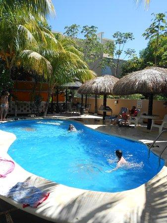 Maya Bric Hotel: La piscine