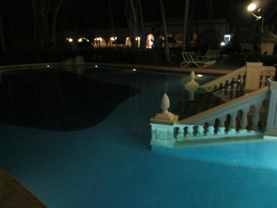 ClubHotel Riu Bambu: Pool at night