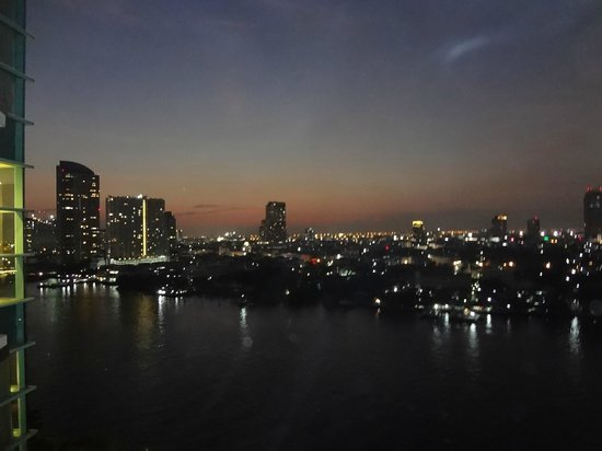 Chatrium Hotel Riverside Bangkok: Sunsets in Bangkok view from the room