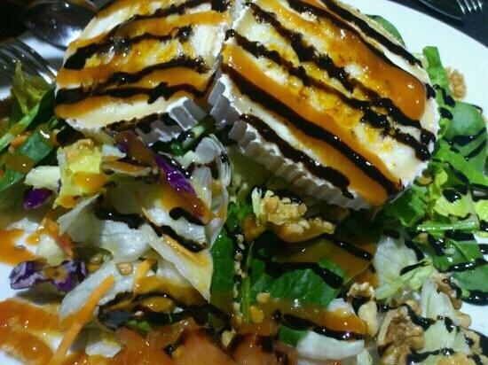 La Taberna Del Agua: Ensalada con queso de cabra