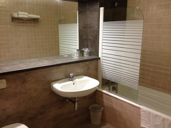 Hotel Les Oliviers : la salle de bain