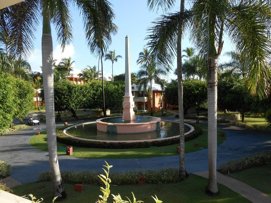 Iberostar Dominicana Hotel: Courtyard fountain