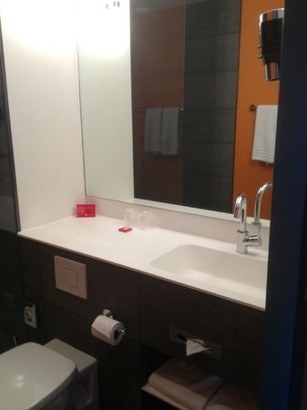 Ramada Apollo Amsterdam Centre: Bathroom 1