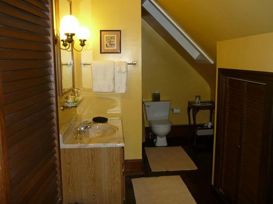 The Lancaster Bed and Breakfast: Bathroom