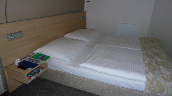 BEST WESTERN Hotel Pav: notre chambre, lits jumeaux, bonne literie
