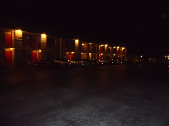 Stonegate Lodge: night