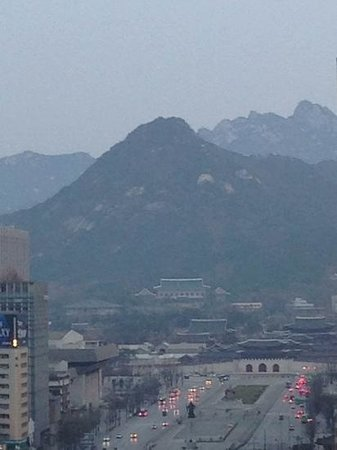 THE PLAZA Seoul, Autograph Collection: distant view of one of the palaces located in Seoul city