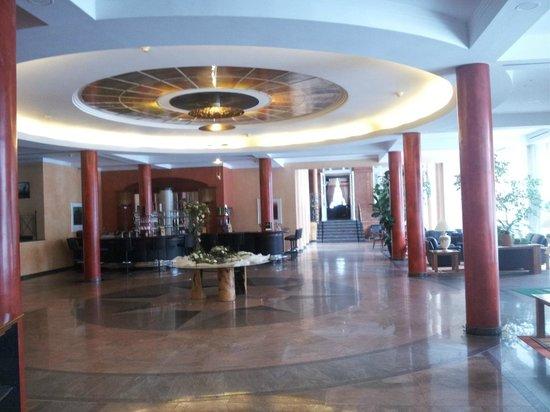 Dorint Herrenkrug Parkhotel Magdeburg: Фойе