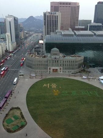 โรงแรมโซล พลาซ่า: view from my room window which shows Seoul City Hall