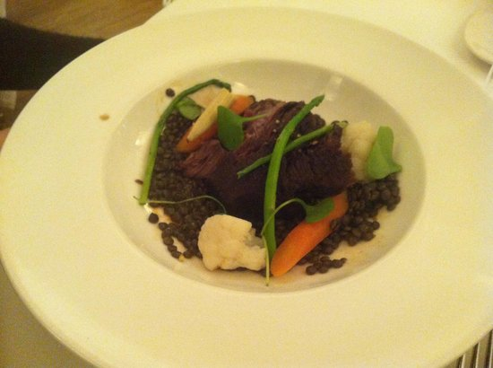 Maceo : Veal cheeks on lentil