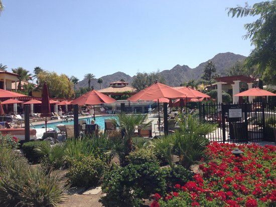 Miramonte Indian Wells Resort & Spa: Beautiful grounds...