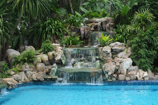 "Garden Lodge: ""Wasserfall"" am Pool"