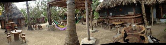Hostel & Cabanas Ida y Vuelta Camping: zona aperta per la colazione con vista di un bungalow