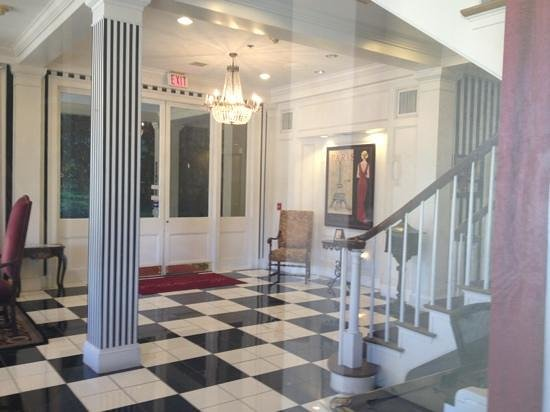 Maison St. Charles Hotel and Suites : lobby