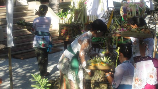 Adi Dharma Hotel: The staff of the Adi Dharma prepare for Galangun