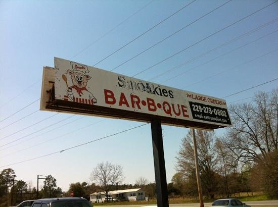 Smoakies Bar-B-Que: doesnt look like much but worth stopping by