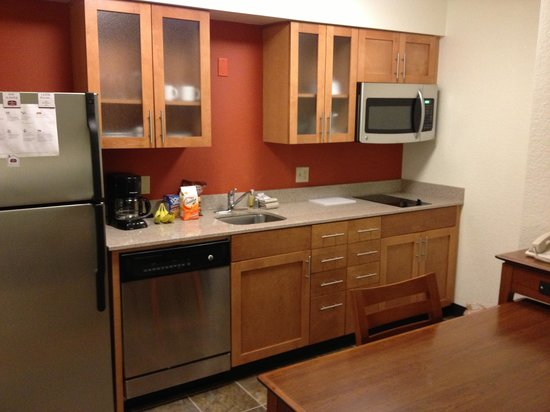 Residence Inn Los Angeles LAX/Manhattan Beach: Fully stocked kitchen