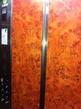 Apartamentos Paris Centro: Mas ascensor