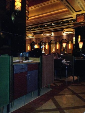 Grand Lux Cafe: the restaurant