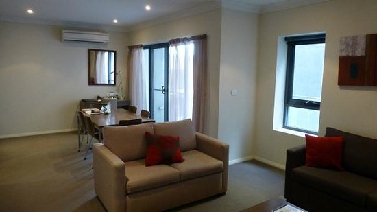 Quest Singleton: 2 BDRM Lounge