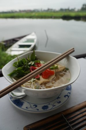 Hoi An Riverside Resort & Spa: Breakfast by the river