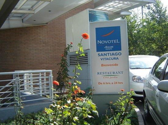 Novotel Santiago Vitacura: Entrada Novotel Vitacura Santiago