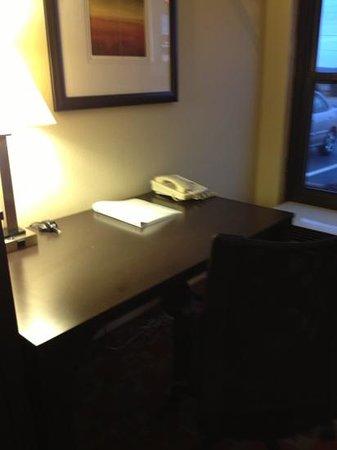 Hampton Inn Columbia : desk