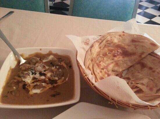 Lyn's Thandoori Restaurant: mutton and prata