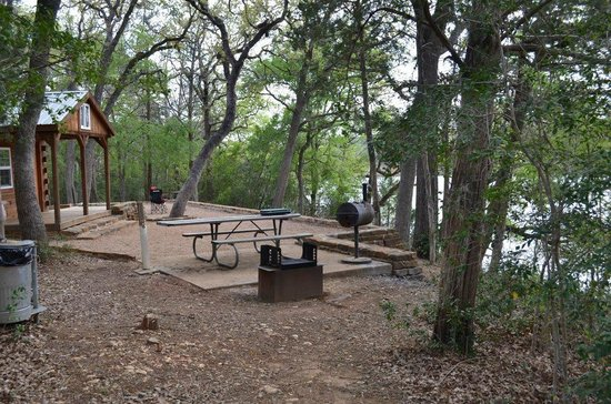 Buescher State Park: Premium Screen shelter- great location!