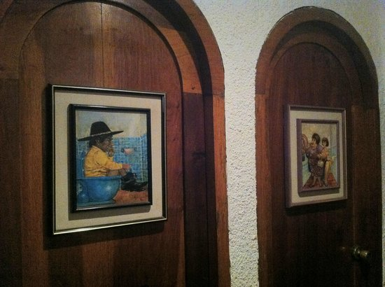 La Marseillaise : Even the bathrooms' doors are decorated with paintings