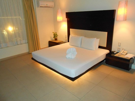 Hotel El Punto: Room..looks just like the online photos