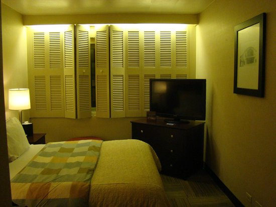 Miami International Airport Hotel: Bed