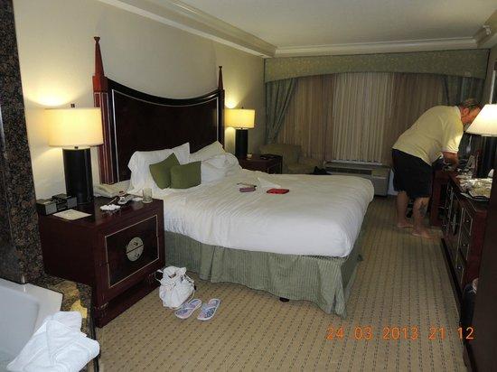 راديسون هوتل أورلاندو - ليك بوينا فيستا: Great big comfy bed!