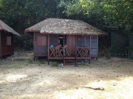 Sea Gypsy Village Resort & Dive Base: Our family beach hut