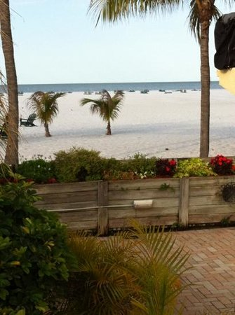 Outrigger Beach Resort: Great view from the deck!
