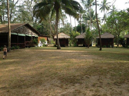 Sea Gypsy Village Resort & Dive Base: More huts