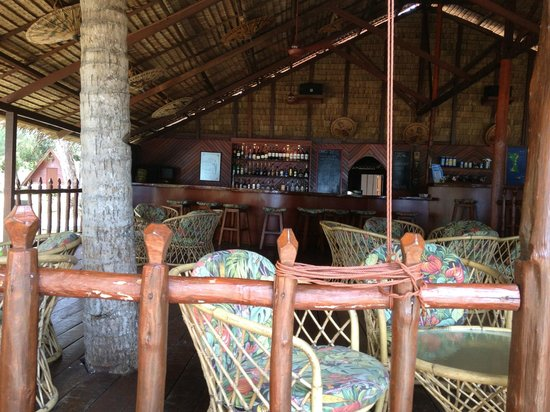 Sea Gypsy Village Resort & Dive Base: The bar on the beach- great place!